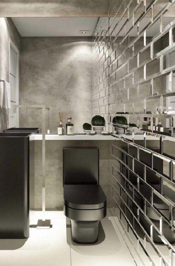 Revestimento de parede banheiro feito com tijolinhos espelhados