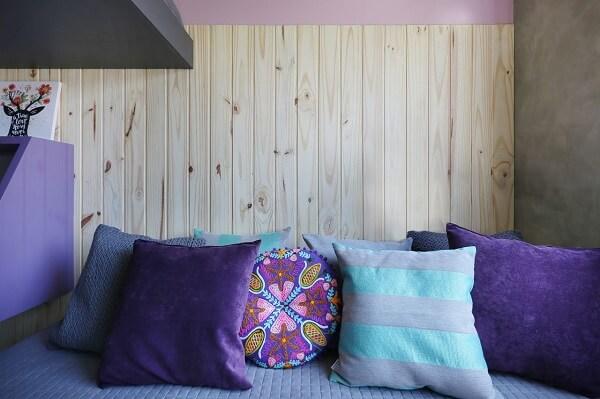 Invista em almofadas lindas na cor roxa