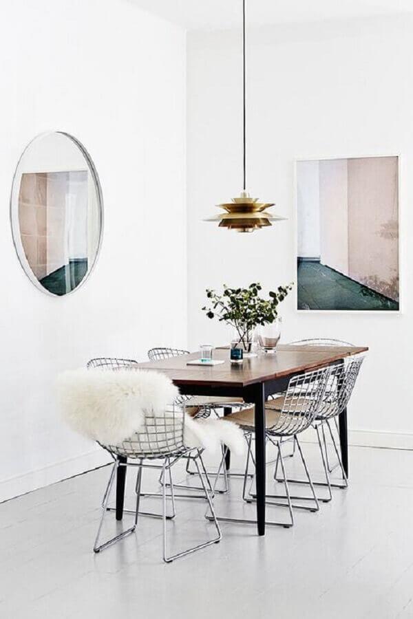 Sala de jantar clean decora com mesa com cadeira cromada