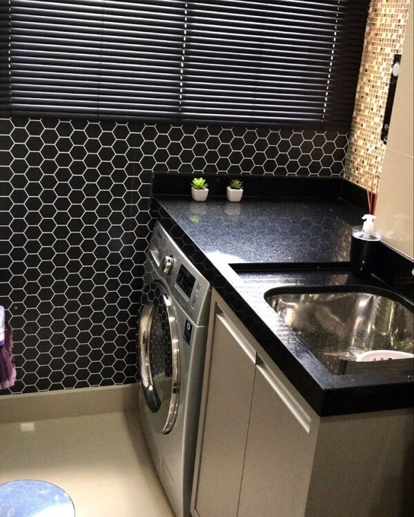 Use pastilhas de vidro como revestimento para lavanderia