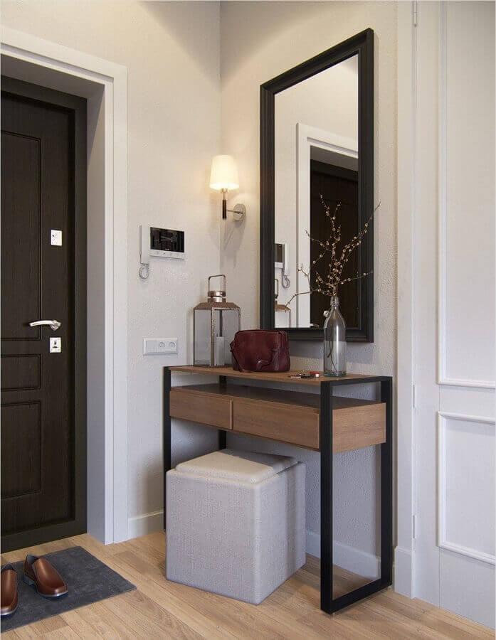 aparador pequeno com gaveta para hall de entrada decorado com espelho de parede Foto Home Fashion Trend
