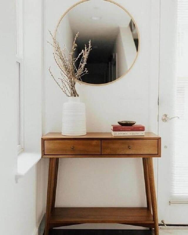 aparador pequeno de madeira com gavetas para decoração de hall de entrada Foto West Elm