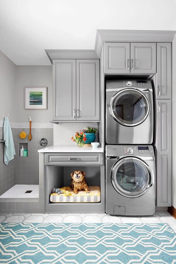 armário grande para lavanderia planejada cinza com estilo clássico Foto OneArchitecture