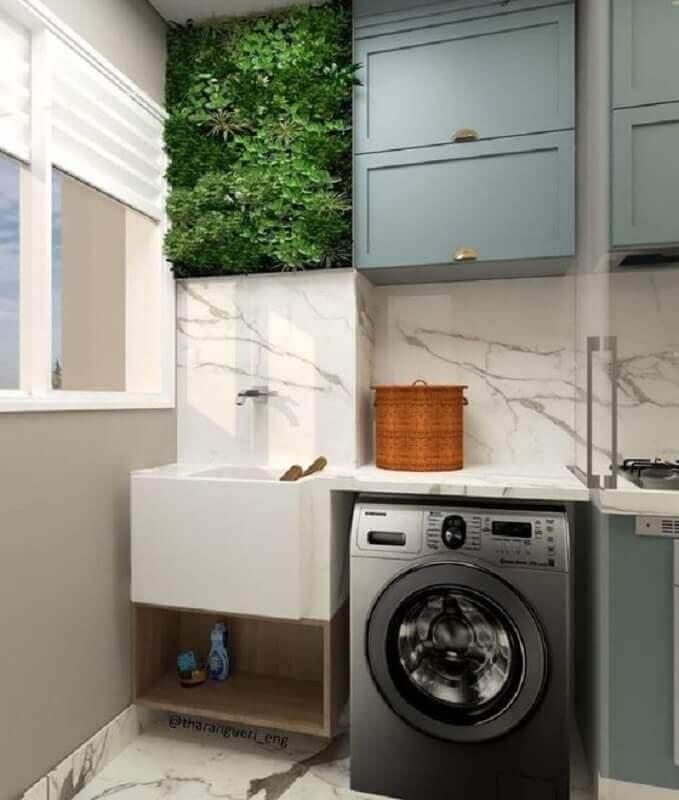 armário para lavanderia pequena decorada com pequeno jardim vertical  Foto Pinterest