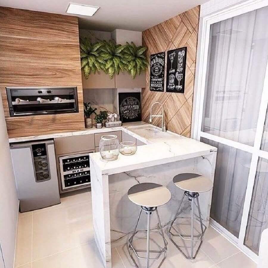 bancada planejada em U para varanda gourmet pequena apartamento com churrasqueira  Foto Tecnisa