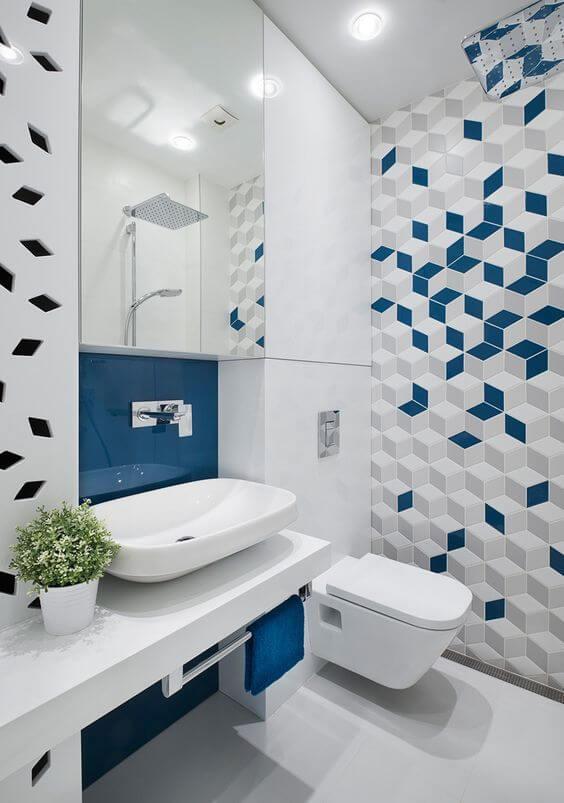 Banheiro com revestimento geométrico