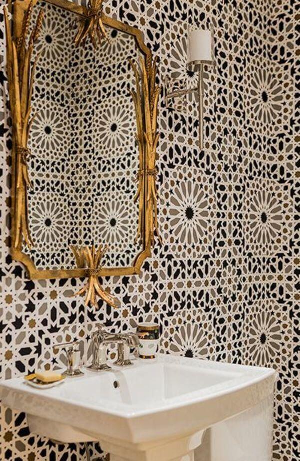 Banheiro com revestimento azul