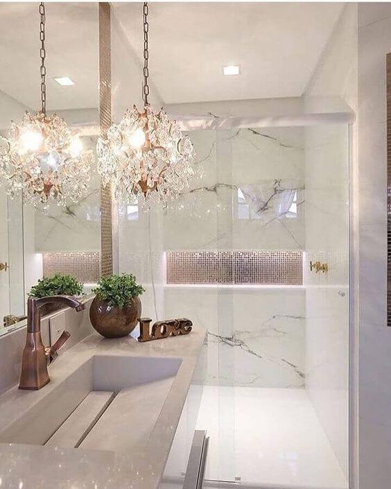 Banheiro de luxo com cuba esculpida