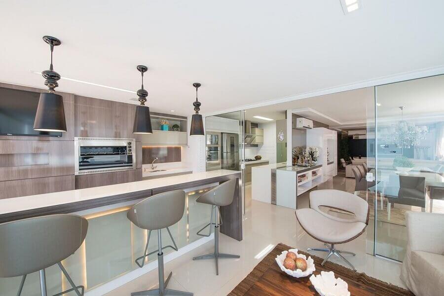 banqueta para área gourmet moderna em varanda com decoração sofisticada Foto Actual Design