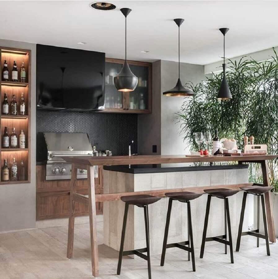 banquetas modernas para área gourmet decorada com pendentes pretos  Foto Pinterest