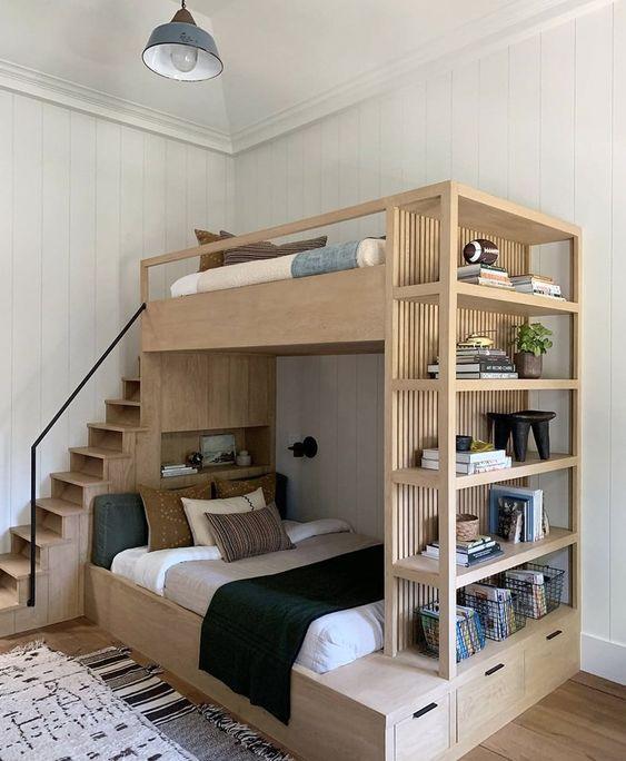 Beliche de madeira com estante