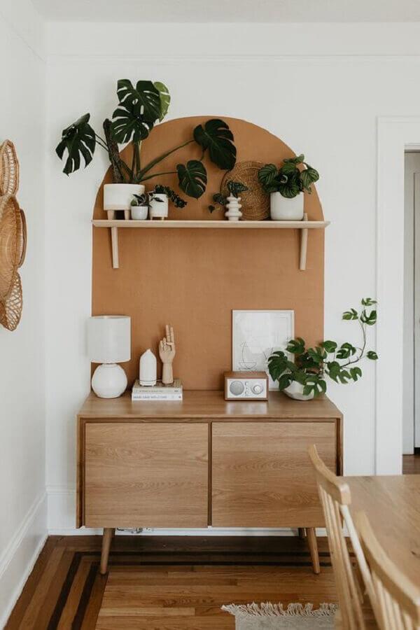 buffet para sala de jantar pequena e simples decorada com vasos de plantas Foto Jeito de Casa