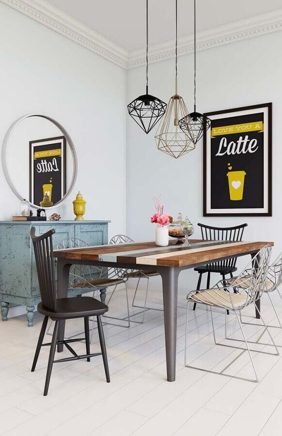 buffet para sala de jantar pequena simples decorada com luminária aramada Foto Pinterest