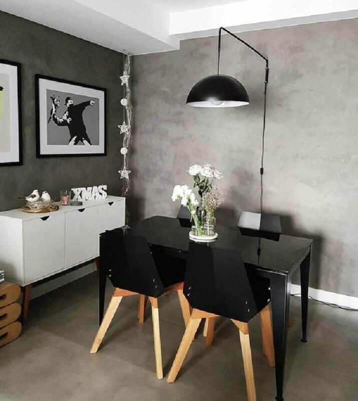 buffet pequeno para sala de jantar cinza moderna decorada com parede de cimento queimado Foto Casa de Valentina