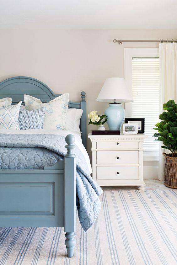 Cama de solteiro de madeira azul