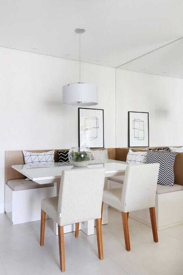 canto de alemão para sala de jantar minimalista com parede espelhada Foto Pinterest
