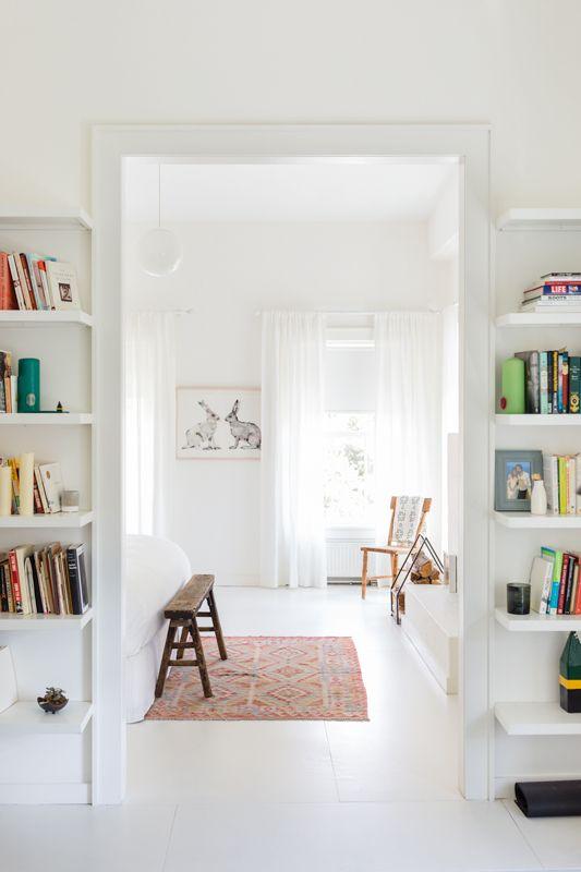 Casa com piso branco