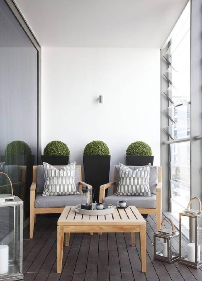 conjunto de poltrona de madeira para varanda simples decorada com luminária marroquina Foto Home Fashion Trend