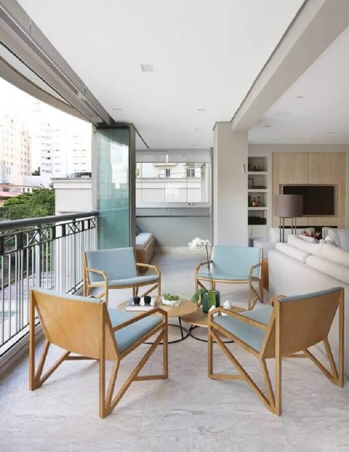 conjunto de poltronas para varanda de apartamento com sala de estar integrada Foto Homify