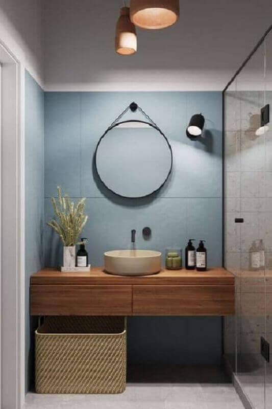 cor azul claro para revestimento de banheiro moderno decorado com espelho redondo Foto Pinterest