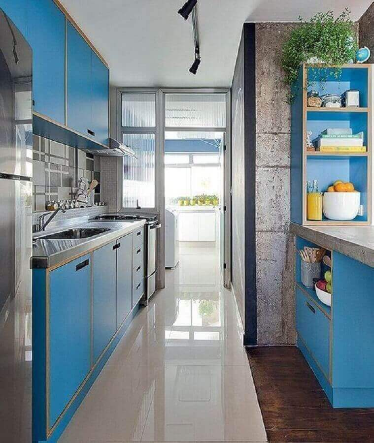 cor azul turquesa para armário planejado de cozinha decorada com estilo retrô Foto Manual da Obra
