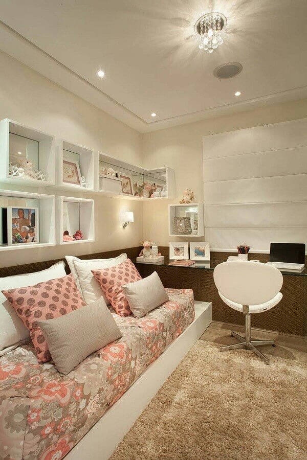 cores neutras para quarto de adolescente feminino decorado com tapete felpudo Foto Webcomunica