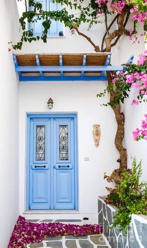Cores para área externa com porta azul