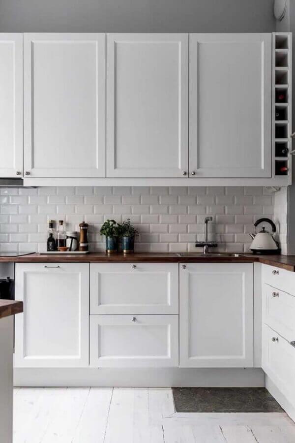 cozinha clássica decorada com revestimento metro white Foto Pinterest