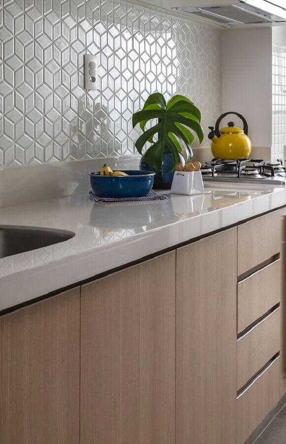 cozinha pequena decorada com revestimento de parede branco Foto Doob Arquitetura