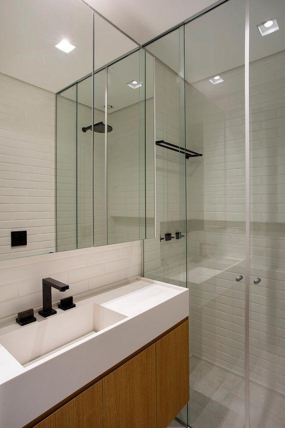Banheiro com cuba branca