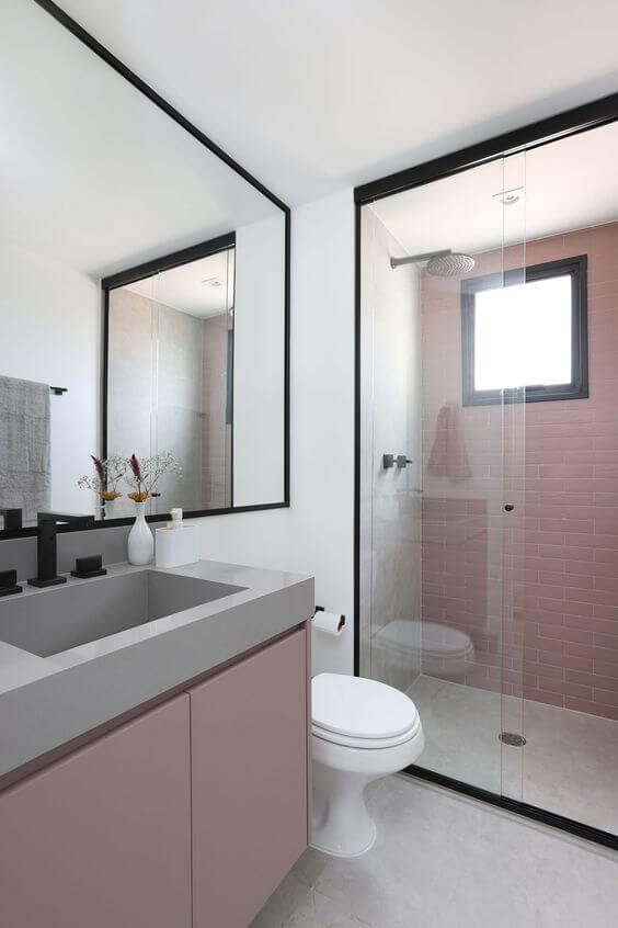 Banheiro rosa e cinza