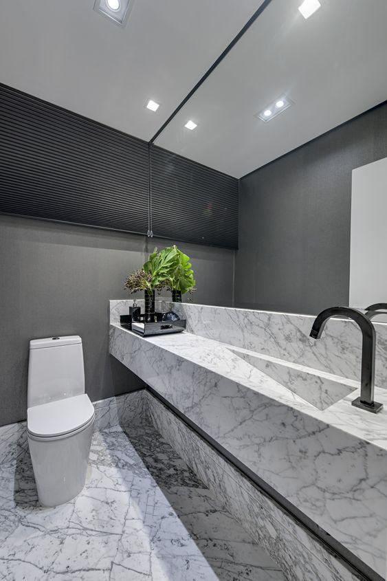 Cuba de mármore com kit do banheiro preto
