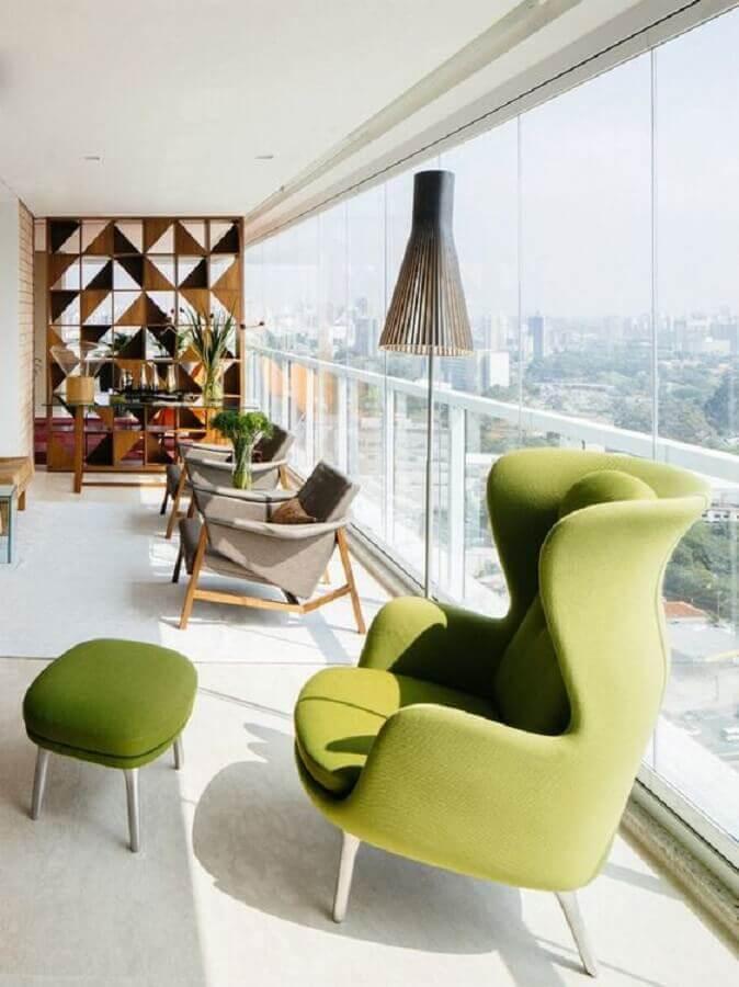 decoração clean com poltronas para varanda de apartamento Foto Nordika