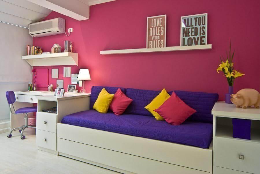 decoração colorida para quarto de adolescente feminino simples  Foto Carolina Daniellan