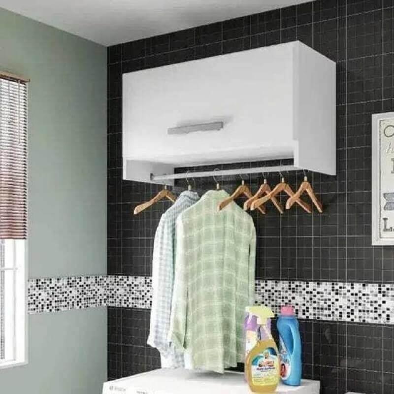 decoração com armário aéreo para lavanderia com cabideiro Foto MadeiraMadeira