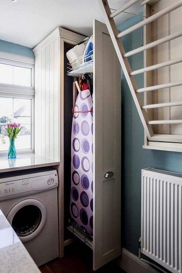 decoração com armário para lavanderia com tábua de passar planejado Foto Pinterest