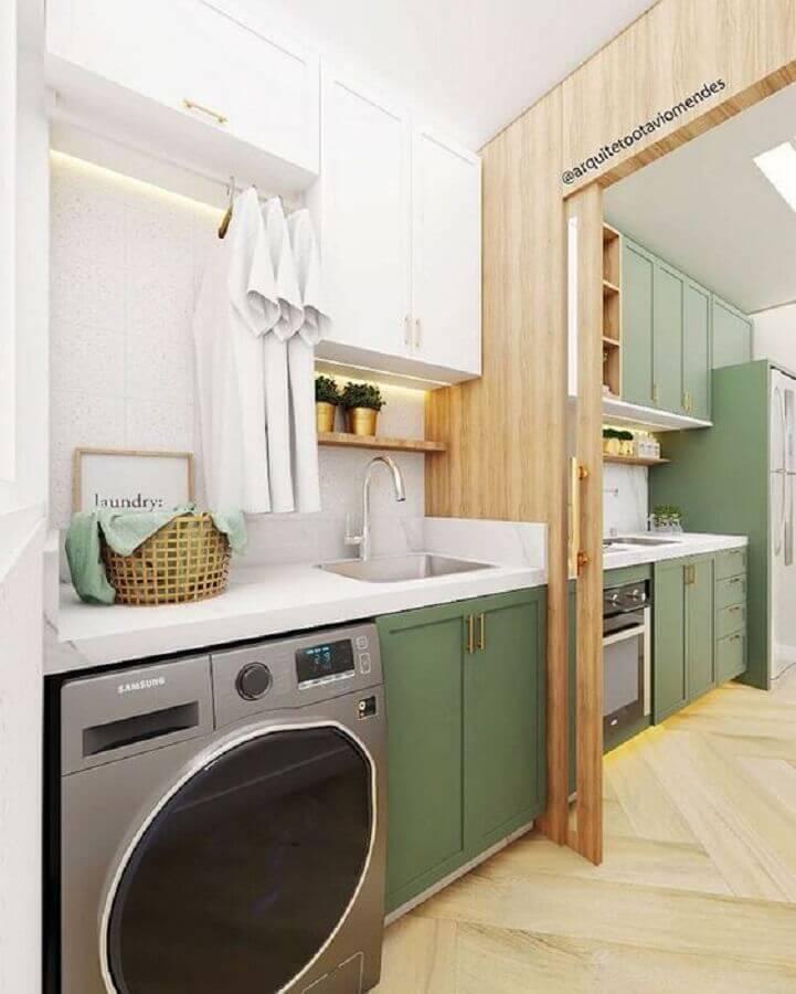 decoração com armário para lavanderia pequena planejada na cor verde e branca  Foto Arquiteto Otávio Mendes