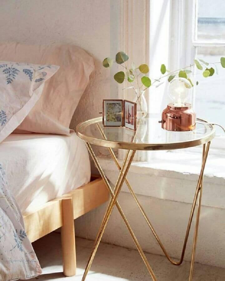 decoração com mesa de canto de vidro para quarto Foto Pinterest