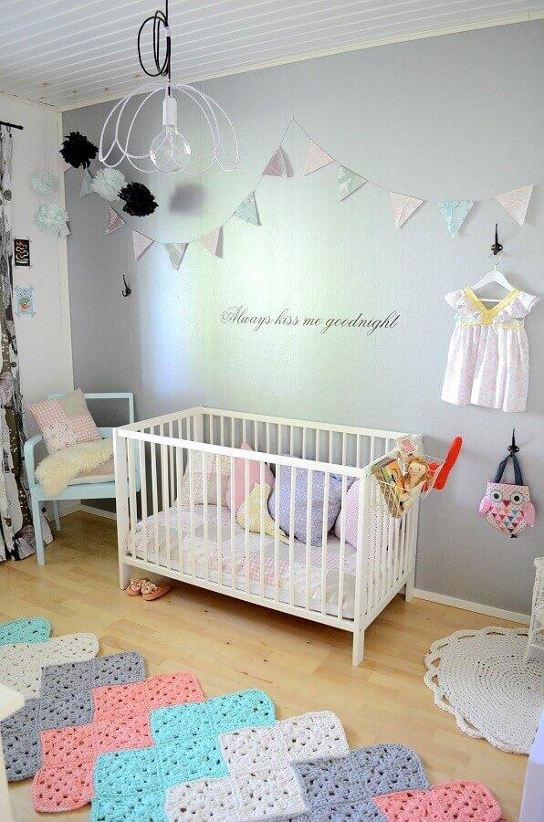 decoração com passadeira de crochê para quarto de bebê simples  Foto Pinterest