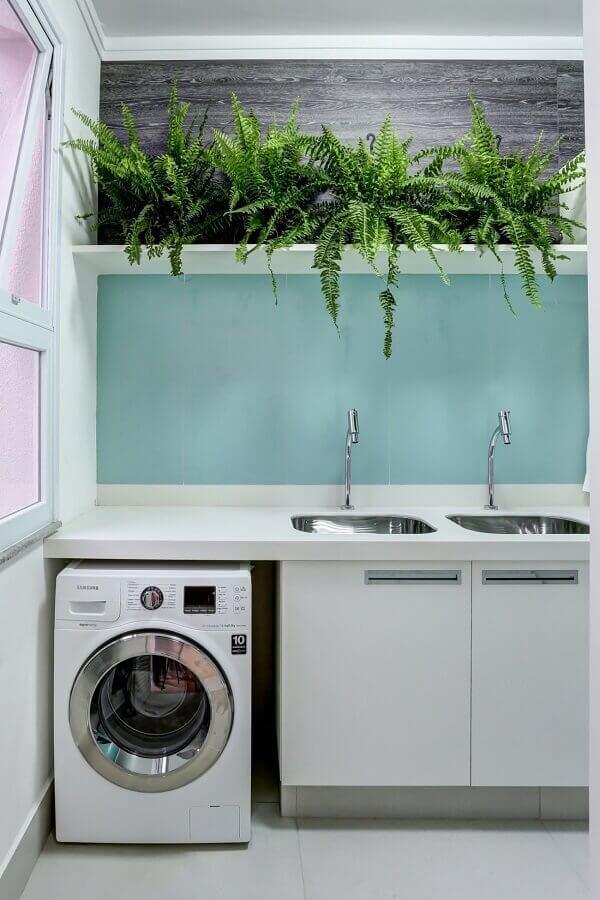 decoração com plantas e armário para lavanderia planejado pequeno Foto Conexão Décor