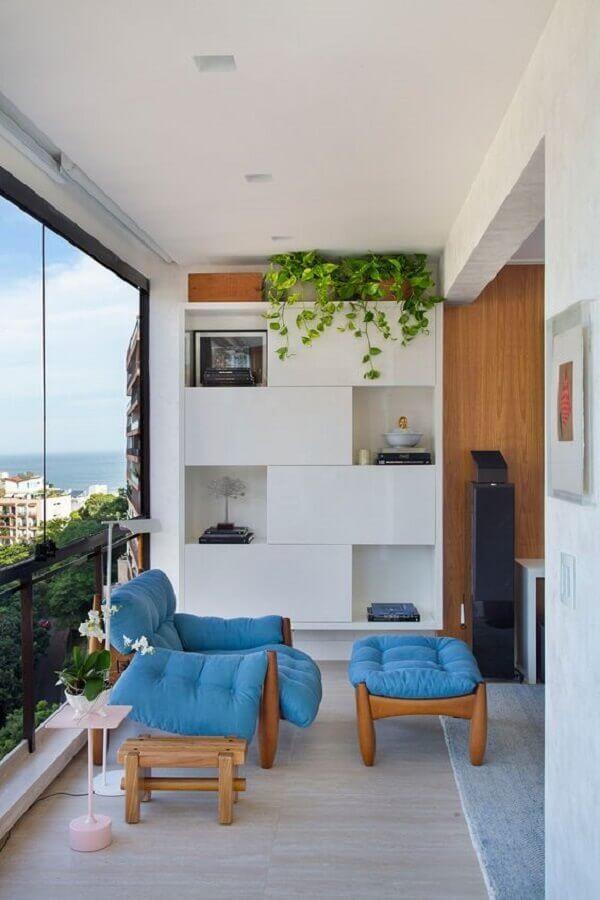 decoração com poltrona confortável para varanda de apartamento com sala integrada Foto Casa de Valentina
