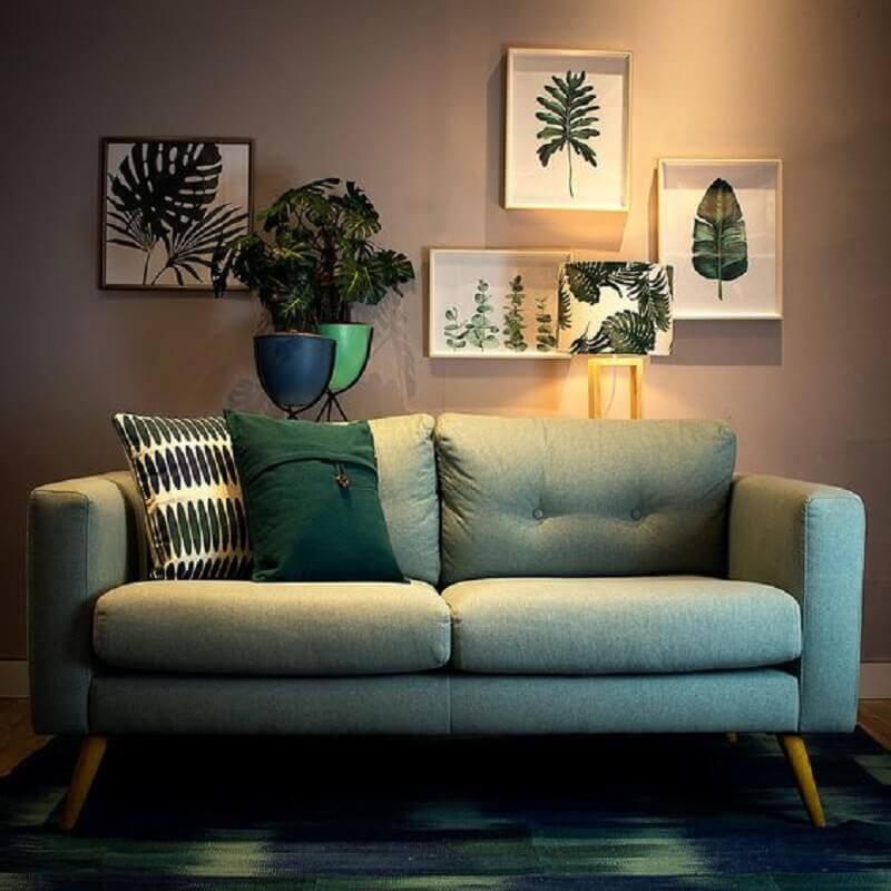Sofá simples e retrô verde