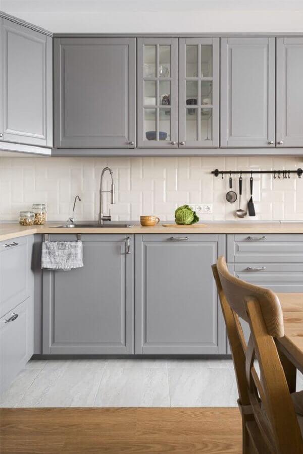 decoração de cozinha cinza com revestimento metro white branco Foto Apartment Therapy