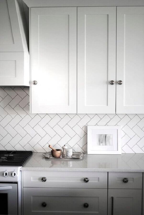 decoração de cozinha com metro white e armário planejado com estilo clássico Foto Casa de Valentina