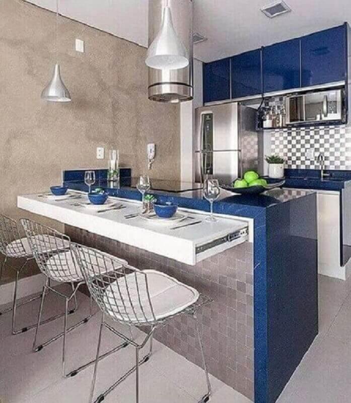 decoração de cozinha pequena na cor azul marinho e cinza  Foto Pinterest