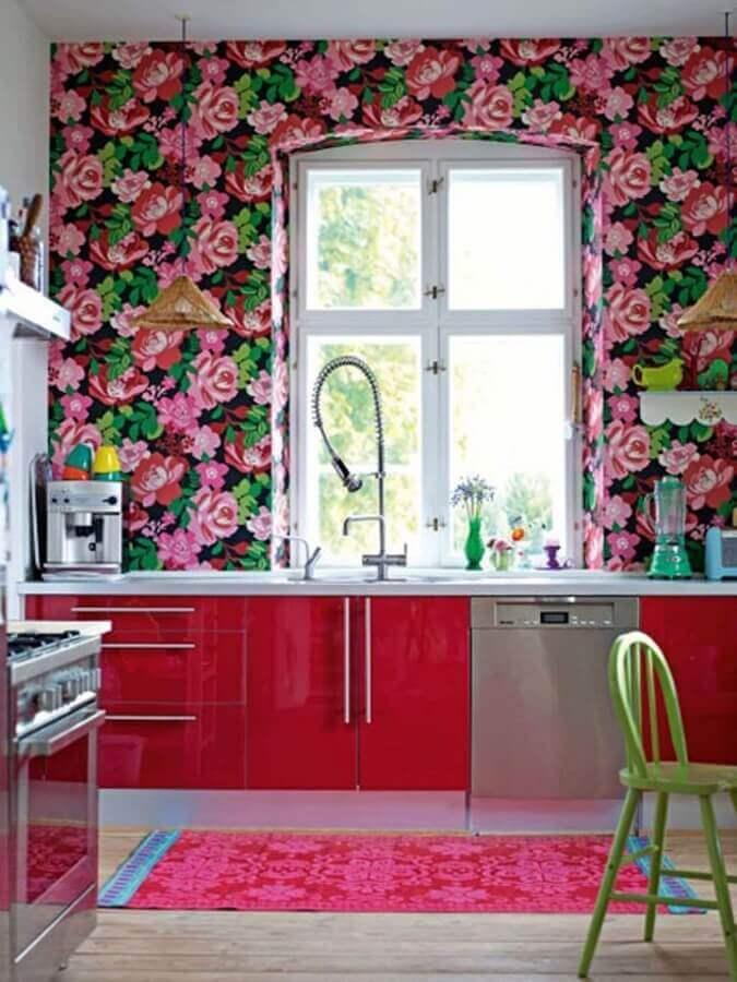 decoração de cozinha planejada com papel de parede floral romântico Foto Houzz