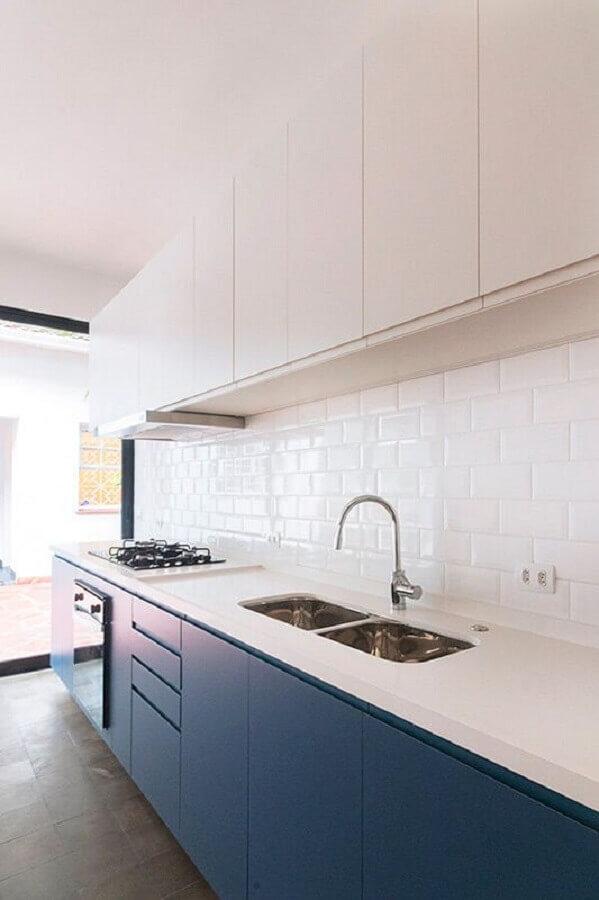 decoração de cozinha planejada com revestimento cerâmico branco Foto INÁ Arquitetura