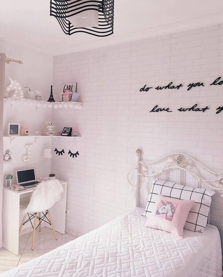 decoração de quarto de adolescente feminino simples todo branco  Foto Pinterest