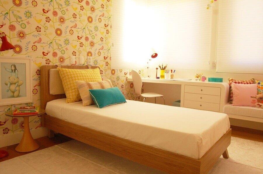 decoração de quarto de menina com papel de parede romântico floral Foto Sandro Clemes
