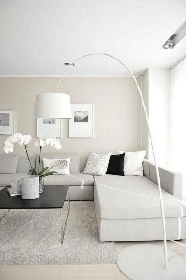 decoração de sala minimalista toda branca com abajur de chão Foto Home Fashion Trend